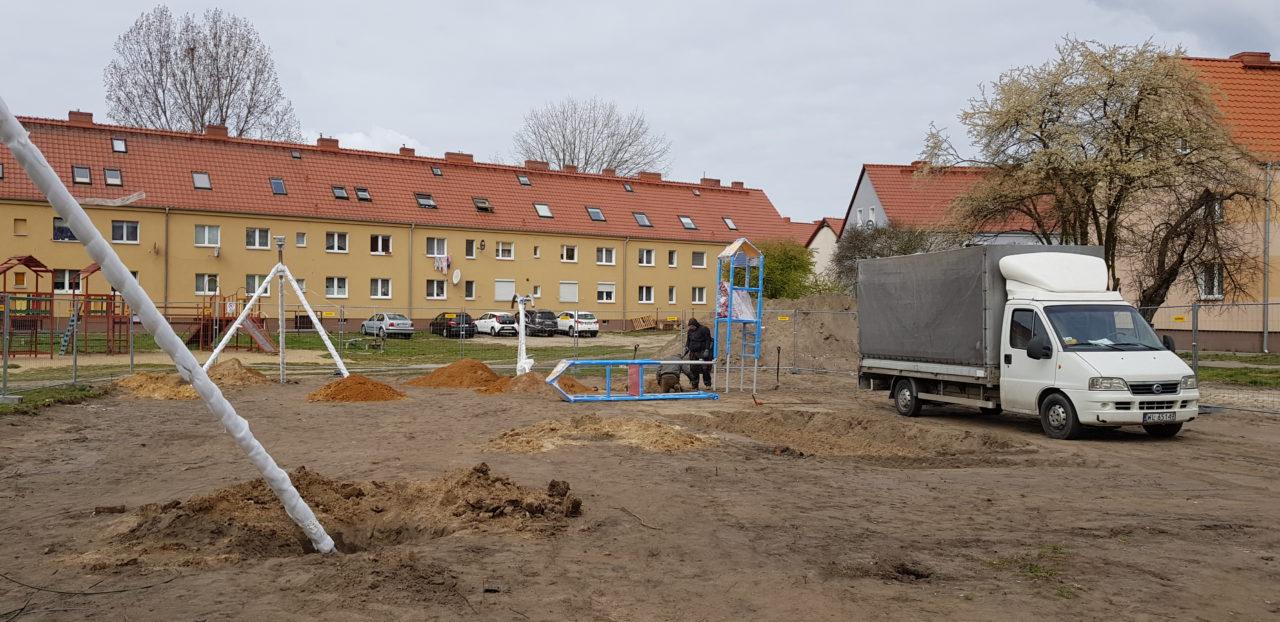 Ruszyła budowa placu zabaw przy ul. Konstytucji 3 Maja