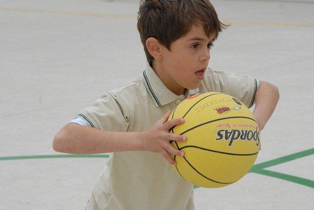"""Uczniowie """"trójki"""" będą mieć nową salę sportową. Gmina ogłosiła przetarg!"""