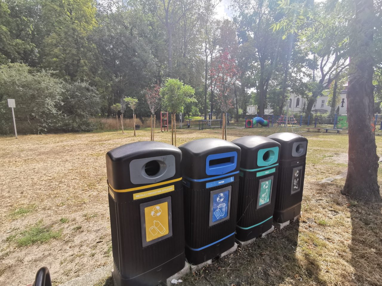 Sprzątanie parku za kościołem