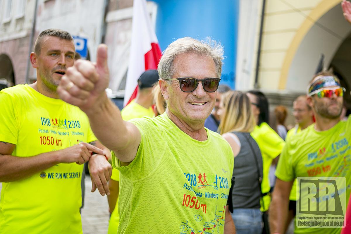 Biegają i pomagają – Freedom Charity Run- z przystankiem w Dwumieście