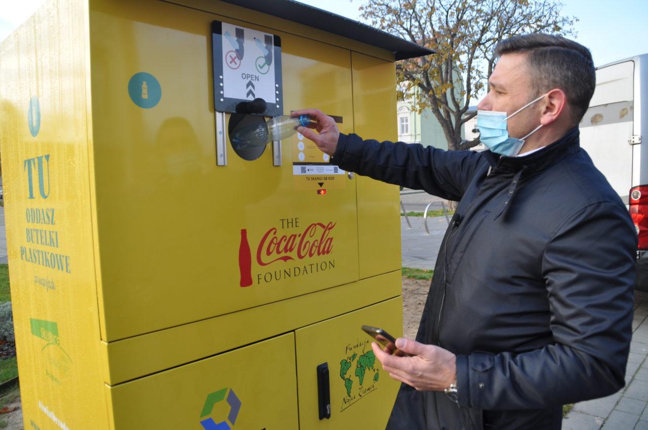 Recyklomaty? Za segregowanie plastikowych butelek są nagrody!