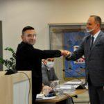 Burmistrz Mariusz Olejniczak i przewodniczący Rady Miejskiej Grzegorz Cholewczyński.