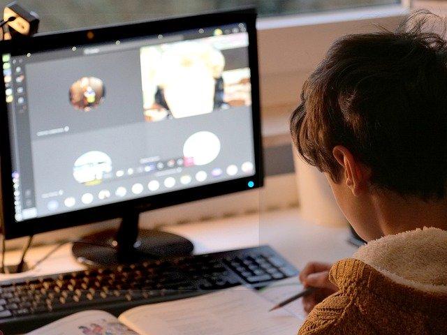 Dzieci z rodzin popegeerowskich mogą dostać wsparcie przy zakupie komputerów