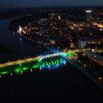 Podświetlony most łaczący Słubice i Frankfurt